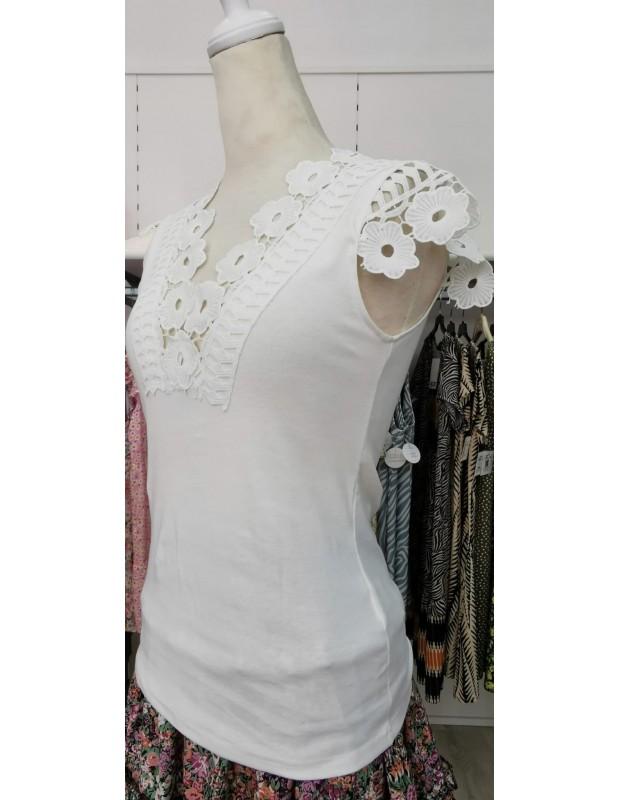 Camiseta recorte. Modelo V6041. Color blanco.