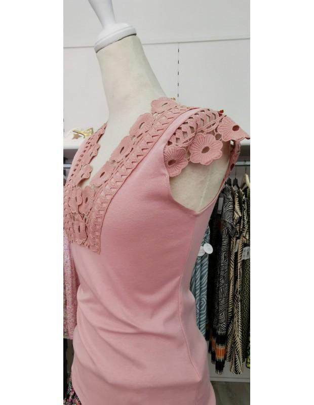 Camiseta recorte. Modelo V6041. Color rosa.