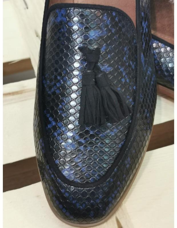 Mocasín serpiente. Modelo 2131DF. Color negro y azul.