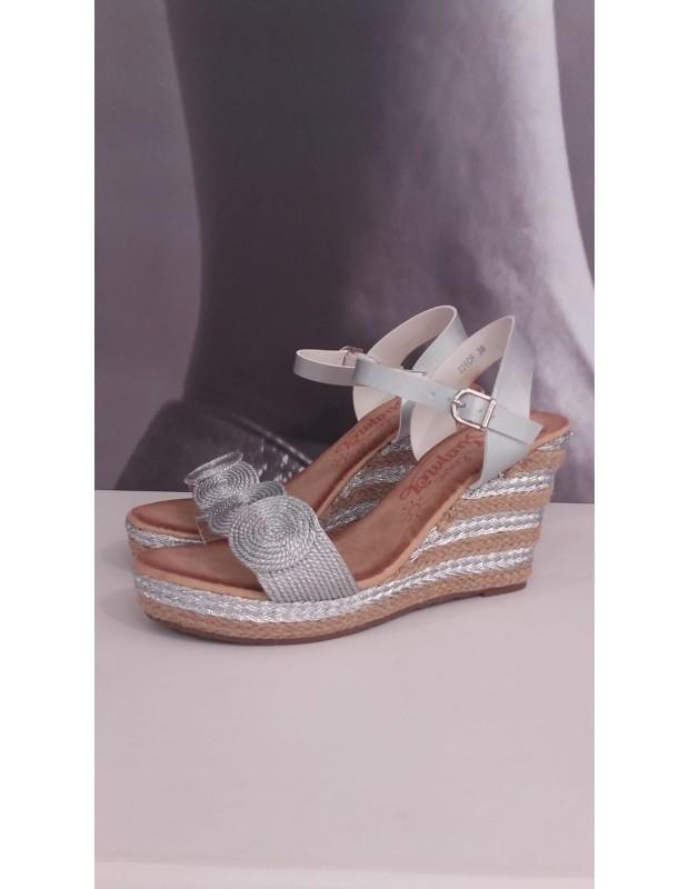 Sandalia de mujer con círculos - Modelo 226DF - Color plata.