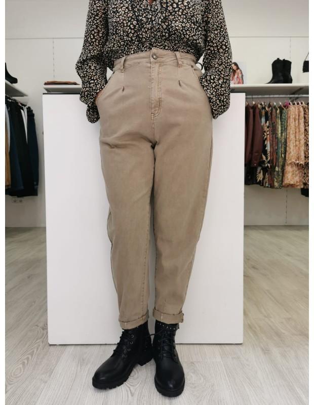 Pantalones globo. Modelo KW-69B. Cintura alta. Color taupe.