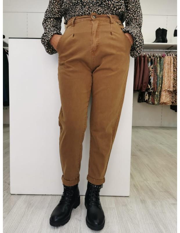 Pantalones globo. Modelo KW-69B. Cintura alta. Color whisky.