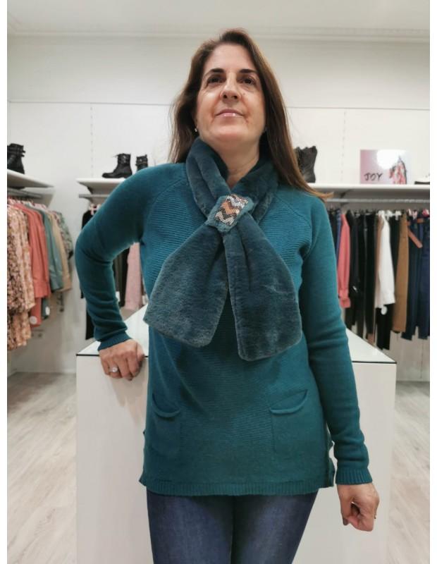 Suéter de mujer con cuello a juego. Modelo P8027. Color verde pato.