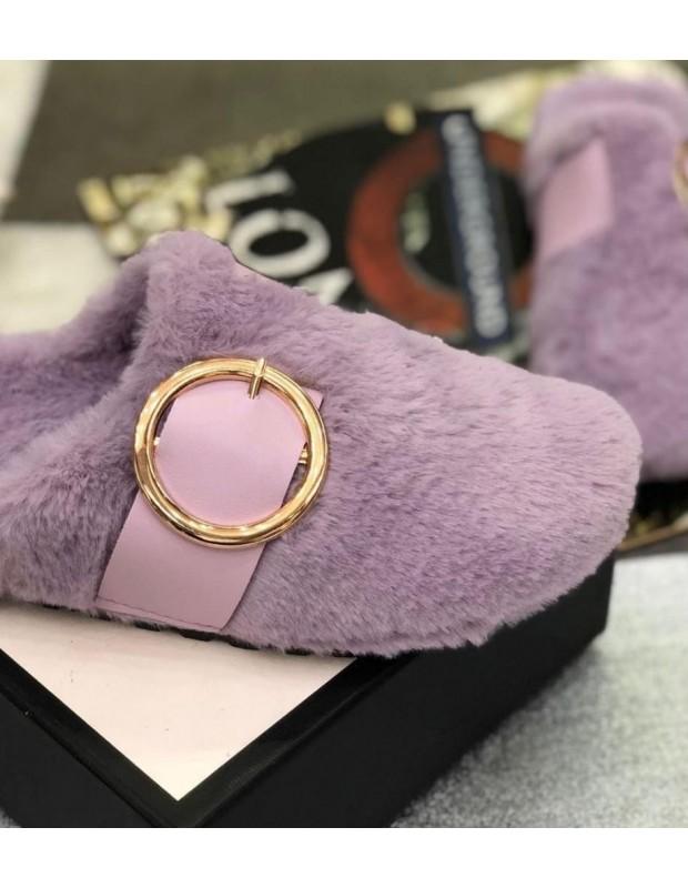 Zapatillas de estar por casa. Modelo hebilla. Color púrpura.